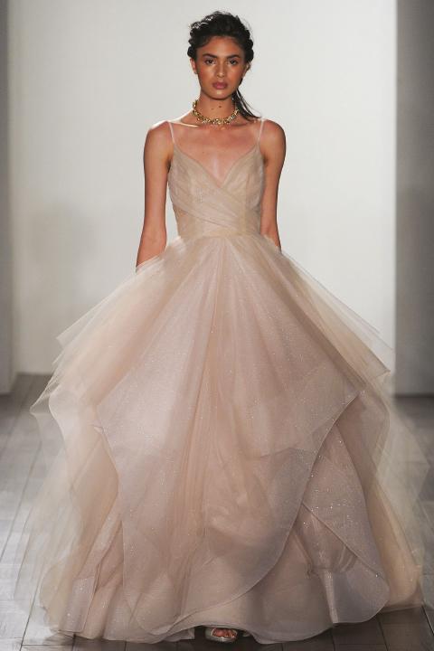 소녀의 핑크 드레스