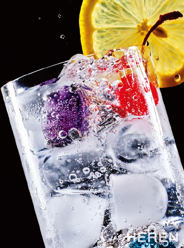 애미시스트, 아쿠아마린의 볼드한 컬러 스톤이 돋보이는 미스 디올 링 <b>디올 파인 주얼리 DIOR FINE JEWELRY.</b>