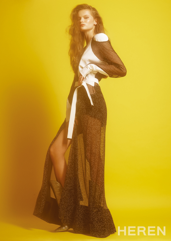 바이어스 컷 블랙 시스루 드레스, 실버 앨리게이터 레더 부츠 <b>루이 비통 LOUIS VUITTON.</b>