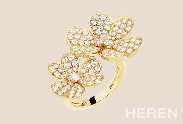 다이아몬드가 세팅된 비트윈 더 핑거™ 링 <B>반클리프 아펠 VAN CLEEF & ARPELS </B> ⓒVAN CLEEF & ARPELS