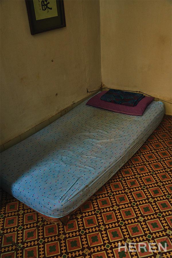 볼리비아에서 엄마와 함께 사는 고등학생 아들이 방학에 와서 묵고 있는 침실.